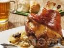 Рецепта Печен маринован цял свински джолан с кост на фурна с бяло вино, водка и сос от зеленчуци